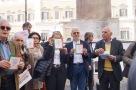 Io difendo la Costituzione presidio 12 aprile 2016 Montecitorio contro la deforma della Costituzione